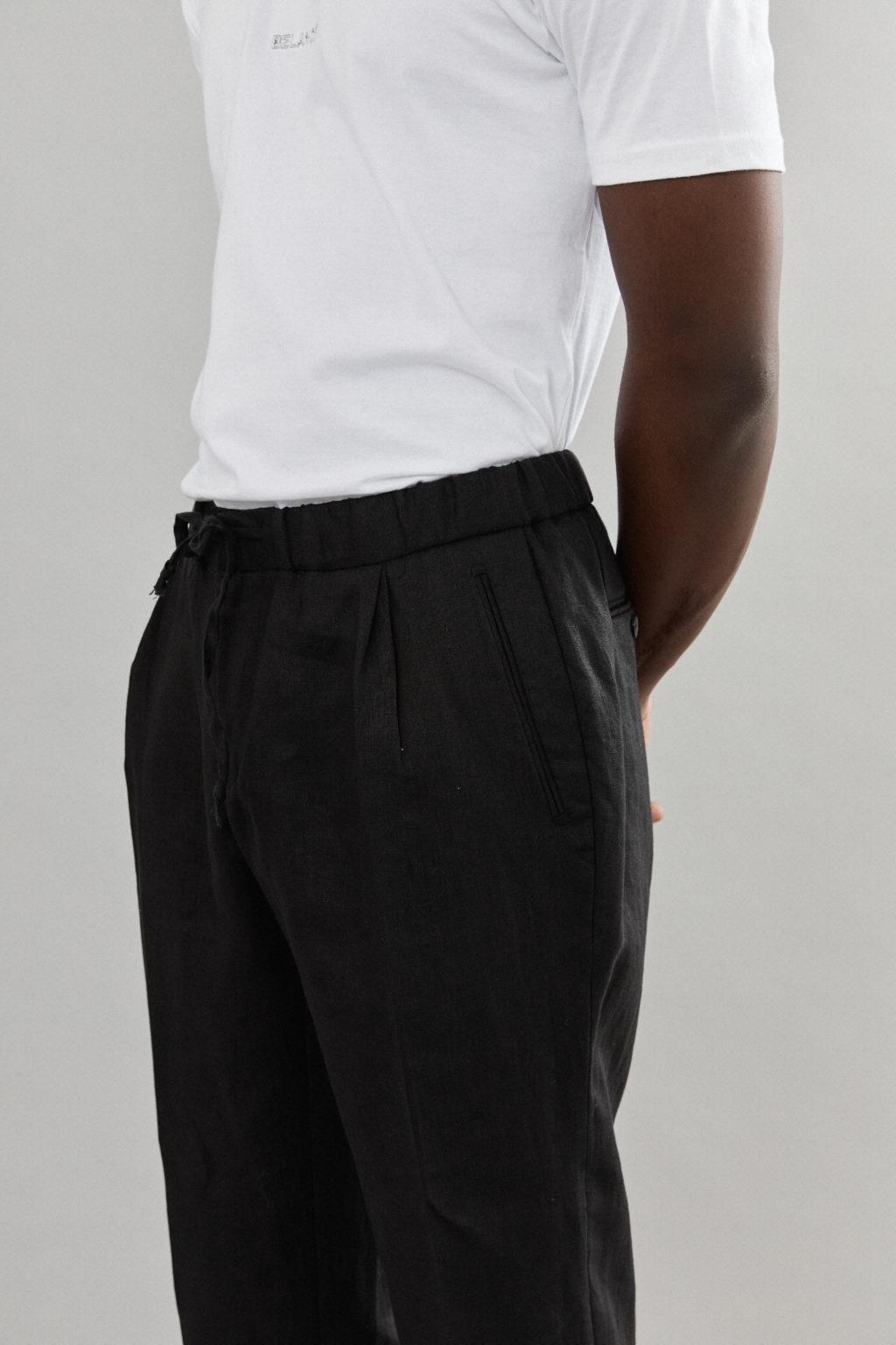 TAILORED BLACK LINEN TROUSERS